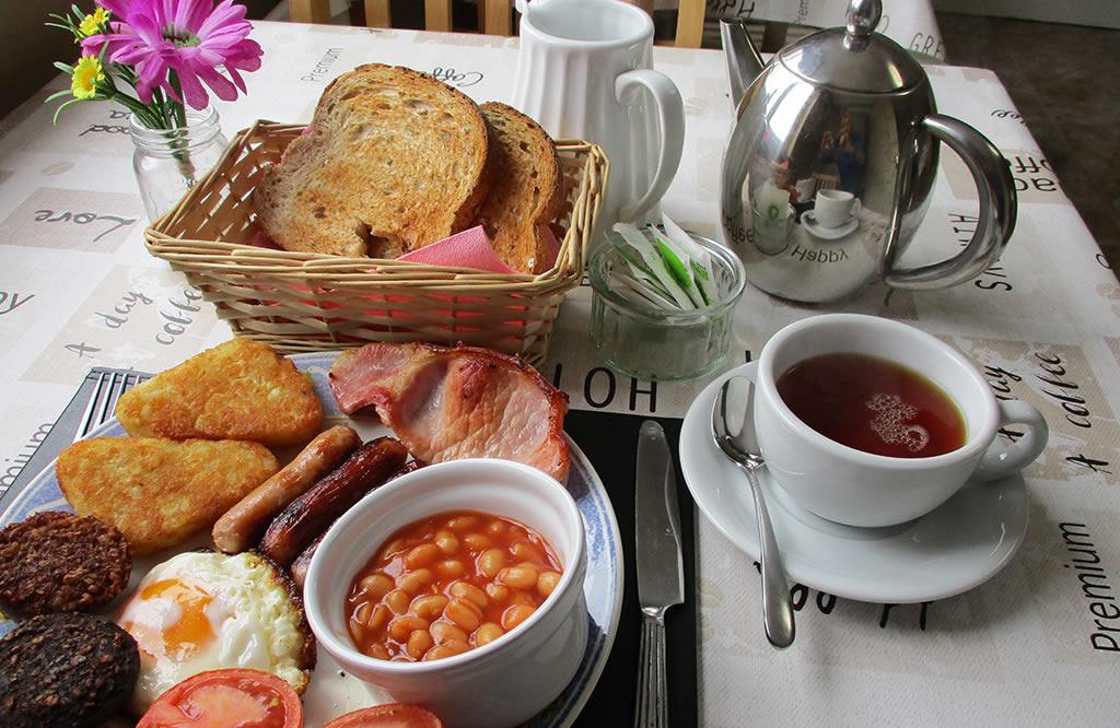 breakfast at whitaker lodge